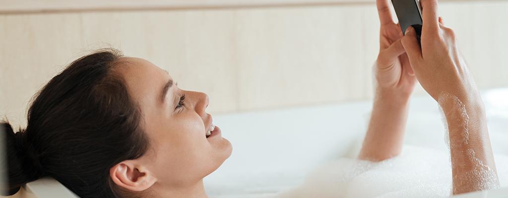 お風呂で音楽を楽しむ方法!今すぐできるスマホ防水対策