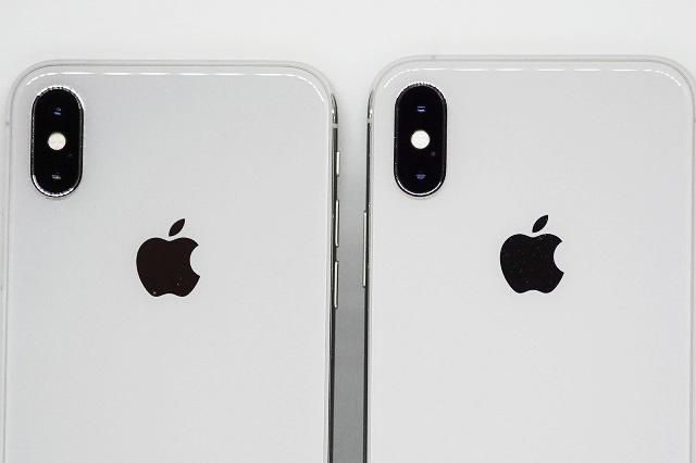 iPhone Xs、iPhone Xのダブルレンズを並べて比較