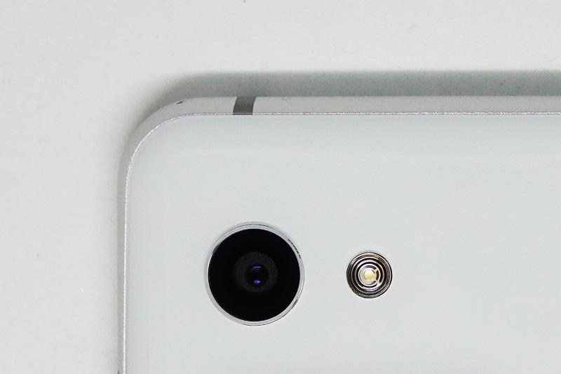 AQUOS R2 compact SH-M09のメインカメラは2,260万画素