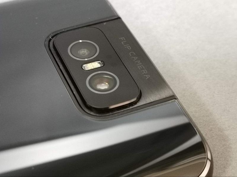 ZenFone 6のフリップカメラ