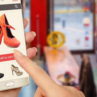 フリマアプリ「ラクマ」で出品!手順や手数料・配送料を解説
