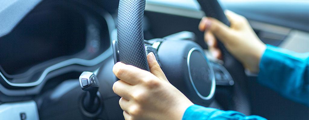 ドライブをもっと楽しく快適にする!スマホ便利グッズ4選