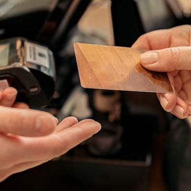 カード番号が記載されていないクレカ「ナンバーレスカード」とは?